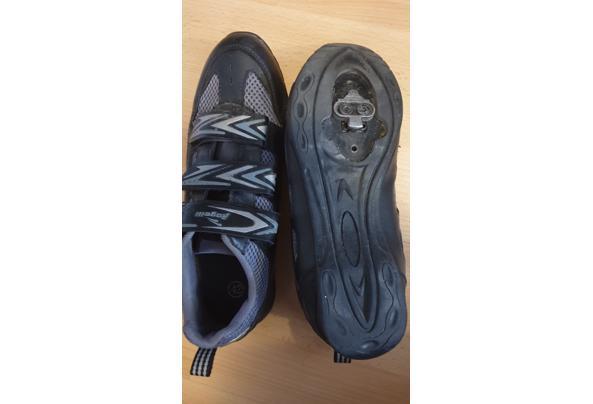 Wielrenschoenen met overschoenen en been/armwarmers - 20210407_120316