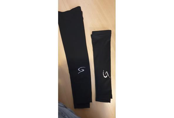 Wielrenschoenen met overschoenen en been/armwarmers - 20210407_120338