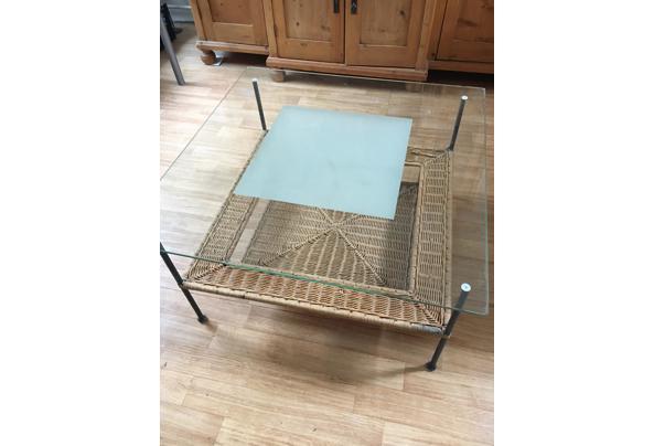 Salontafel met dik glas erop en riet onder, vierkant 80x80 cm - IMG_0723