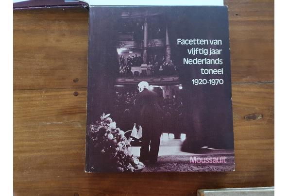 Verschillende boeken over toneel - Ned-Toneel-1920-70-