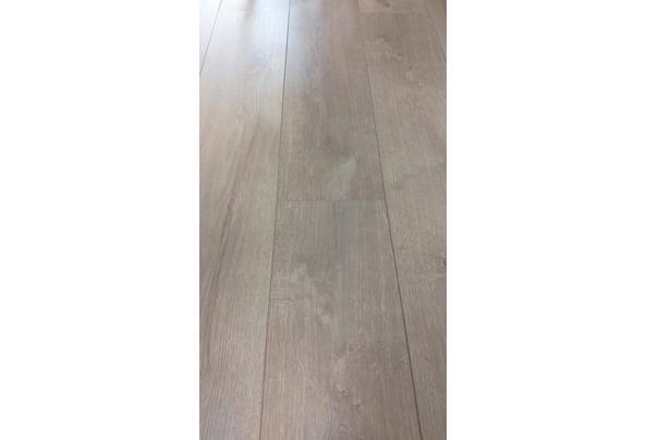 Kliklaminaat 40-45 m3 met ondervloer en extra planken - 20210509_084659