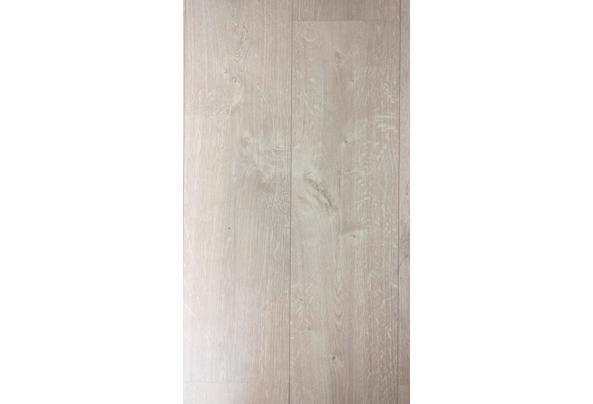 Kliklaminaat 40-45 m3 met ondervloer en extra planken - 20210509_084709