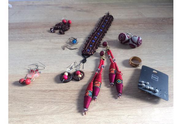 Kleurrijke sieraden o.a. Uit Ghana en Peru - 8790A29A-9E43-4E98-953C-F77F48469DA6.jpeg