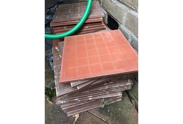 Twee stapels terracotta tegels - 780A1034-8C3C-44F3-A527-DB02B4C8147A.jpeg