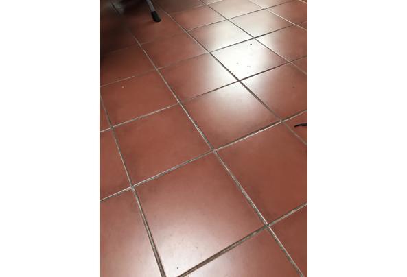 Twee stapels terracotta tegels - ABFFA175-47A3-4292-BFC5-0918CD573B24.jpeg