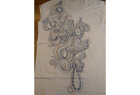 t-shirt Komodo ecru met blauwrode tekening - tshirt2