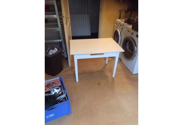 Verhoogde salontafel - witte-lage-tafel