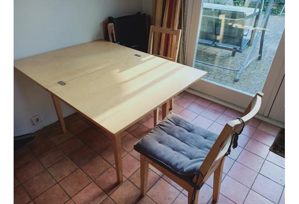 Invouwbare houten tafel en 2 houten stoelen - TafelStoelen