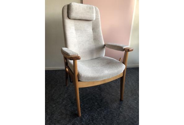 Houten relax stoel  - FA785094-FCE6-4B62-B33F-A2AAF2882A15