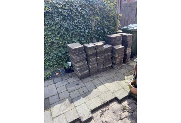10m2 Tuin tegels gratis af te halen - 8453451A-E817-4633-BFB8-B6B0CF4B3E56