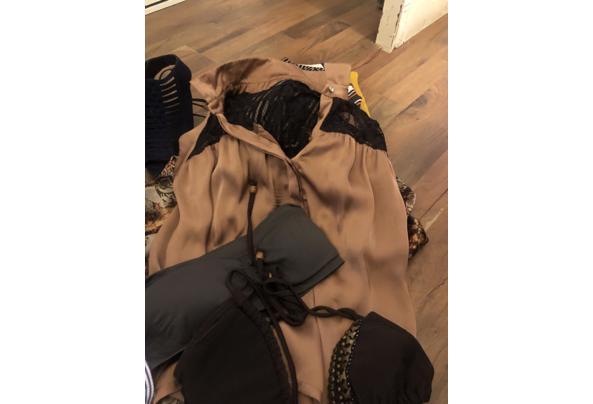 Tas met leuke hippe kleding en schoenen  - B0A43A04-1289-4781-8287-D6DE06133FBA.jpeg