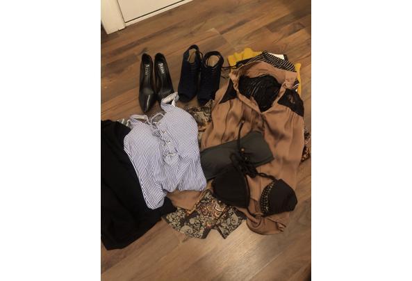 Tas met leuke hippe kleding en schoenen  - C3FB9488-5C97-43C3-887D-E8351E0FAC80.jpeg