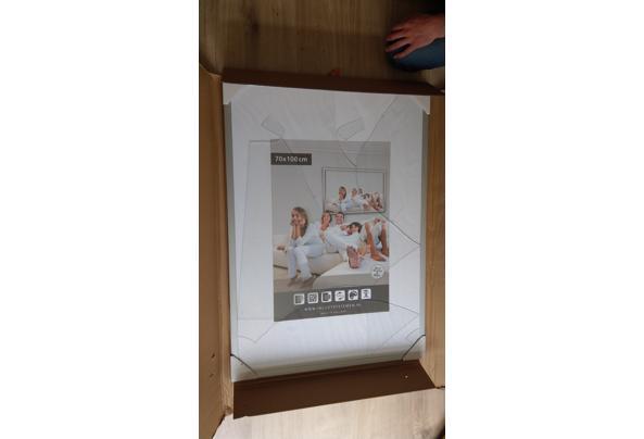 Fotolijsten, karton en gebroken glas - IMAG1227