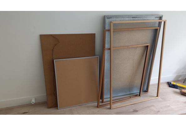 Fotolijsten, karton en gebroken glas - IMAG1228
