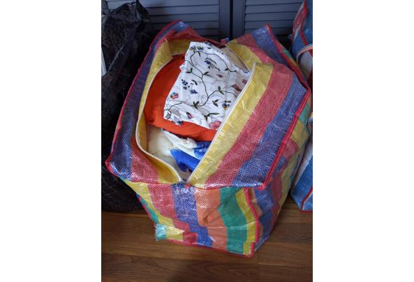 Beddengoed - 2 zakken vol in verschillende kleuren en printjes - 16208127368664230025324659231712