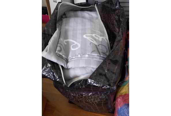 Beddengoed - 2 zakken vol in verschillende kleuren en printjes - 16208127581763208616205561141605