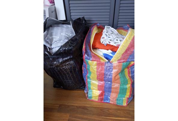 Beddengoed - 2 zakken vol in verschillende kleuren en printjes - 16208127744524106241845837814720
