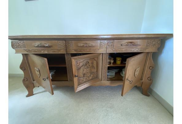 Antieken dressoir met houtsnijwerk - 1D0A7CB9-E17E-4D59-83F2-DE25CA625176