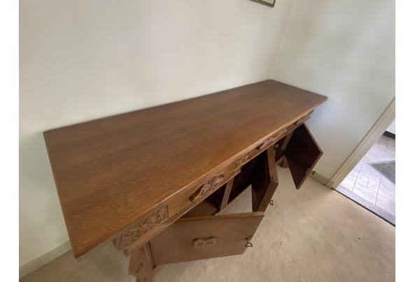 Antieken dressoir met houtsnijwerk - EF752315-921A-4BE1-AABF-F9D3FDA2B58B