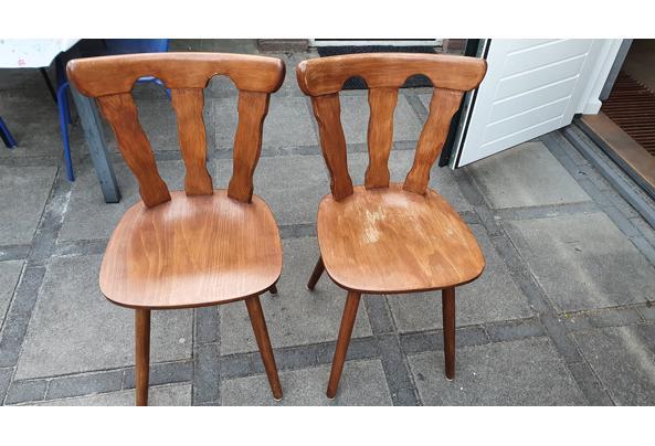 Paar solide houten stoelen - 16237854184585844142264609869099