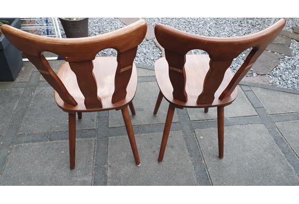 Paar solide houten stoelen - 16237854353864029628287167511002