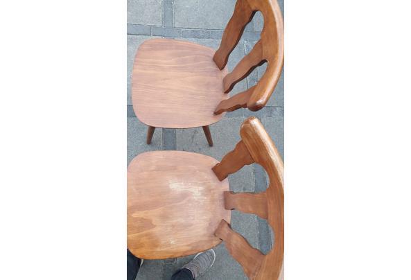 Paar solide houten stoelen - 16237854514318843352244576459326