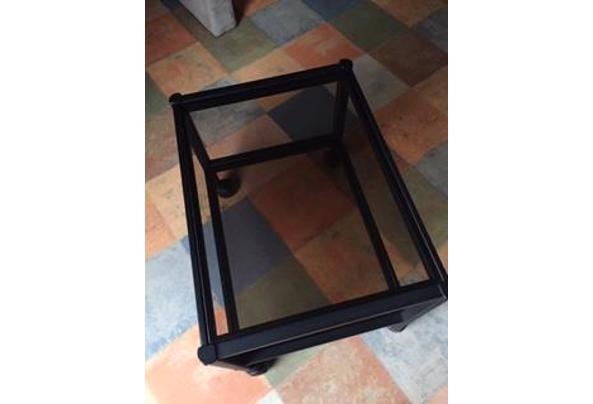 tv-meubel/bijzettafel op wielen, zwart metalen frame met licht getint glazen platen - IMG_1632.JPG