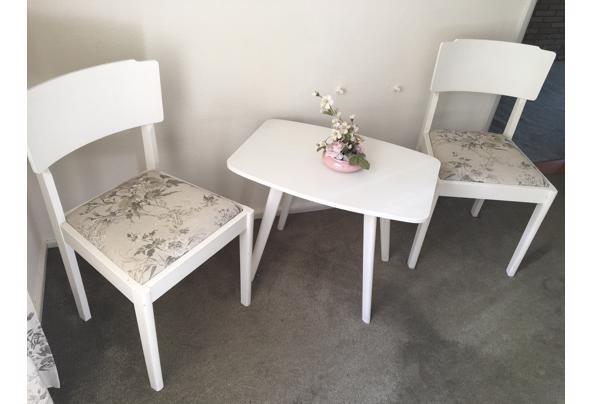 tafeltje met 2 stoelen - IMG_2478