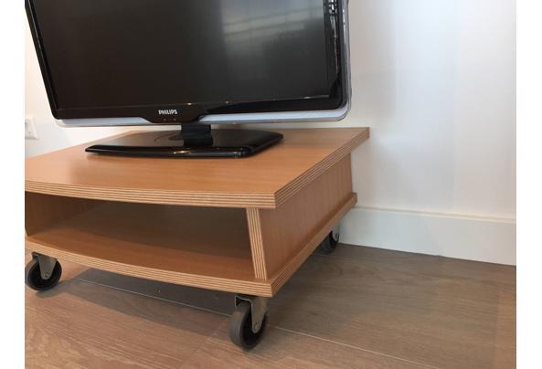 Verrijdbaar TV tafeltje - 96910E5B-0417-4D78-A6F4-59D5EC98E1D9.jpeg