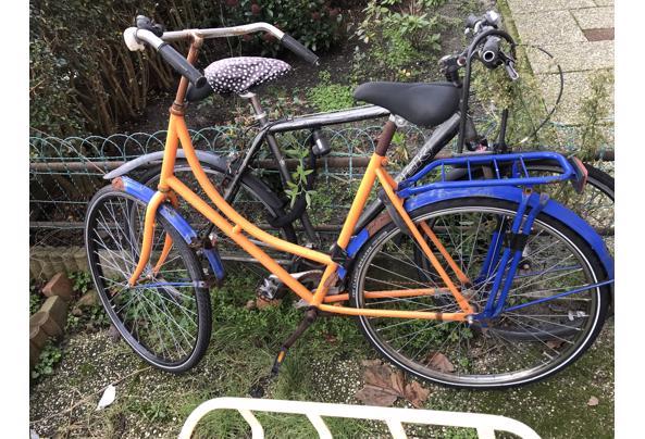 2 oude fietsen, voor onderdelen bruikbaar - image