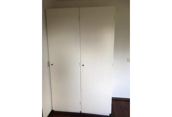3x kledingkast met legplanken en 1 met hanggedeelte - image