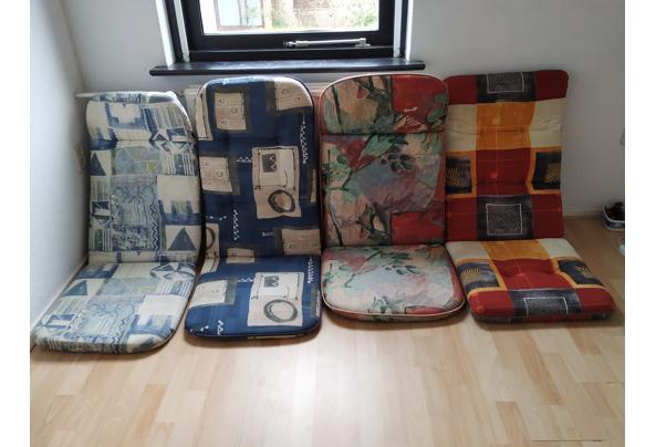 Tuinset: tafel, 4 stoelen en kussens - IMG_20210410_160052