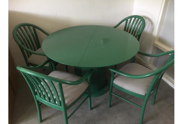 Eettafel met 4 stoelen - CA8E3488-5DC6-4997-B6ED-29DBB7E91B08