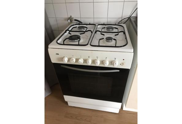 Goedwerkende 4 pits gasfornuis met oven  - AC979406-0666-443A-BE0C-1225ED9C11C9