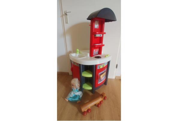 Keukentje, Elsa pop en vrachtwagen. Speelgoed kinderen - 20210728_161313(1)