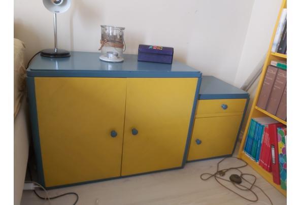 Laag blauw geel kastje  - 20210508_121307