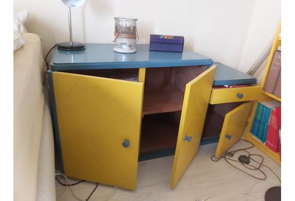 Laag blauw geel kastje  - 20210508_121328
