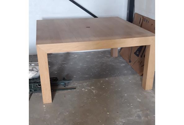 Massief houten tafel - B9783477-9ABB-489B-B3A8-206272089860