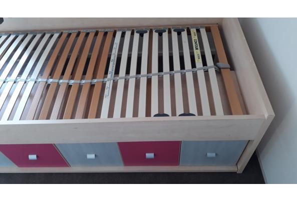 Eenpersoonsbed met kastjes en lades onderin. Inclusief lattenbodem - 20200913_153322
