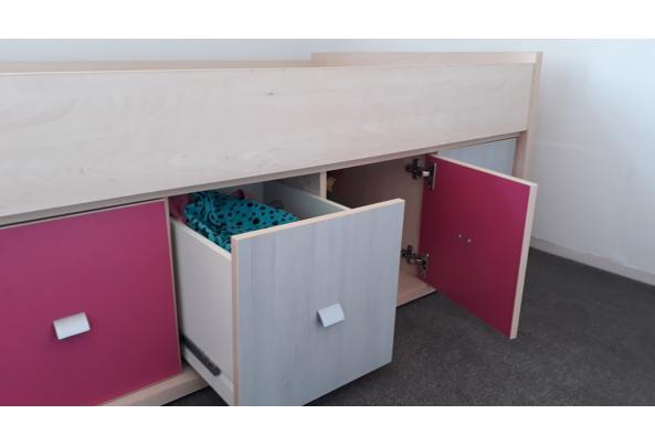 Eenpersoonsbed met kastjes en lades onderin. Inclusief lattenbodem - 20200913_153414