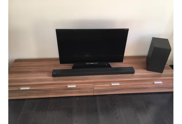 Tv-meubel van hout - FC6FAFF5-A965-4457-AA58-FFEEC1B1DAA1
