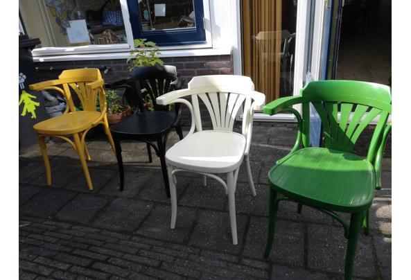 4 gekleurde cafèstoelen - IMG_20210530_092525_resized_20210530_095726078