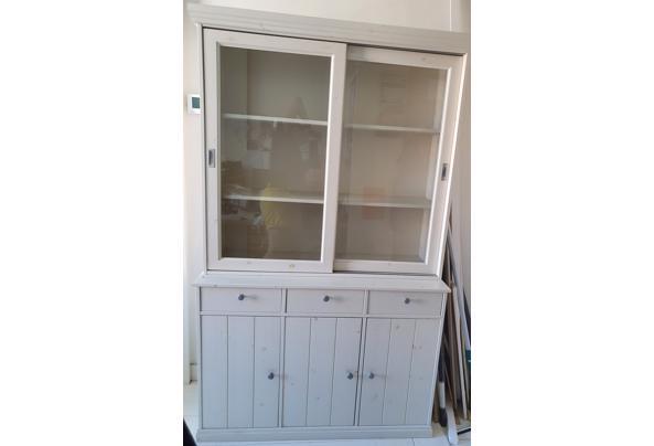 Vitrinekast met glazen schuifdeurtjes, dichte deurtjes + laadjes - 20210610_092449