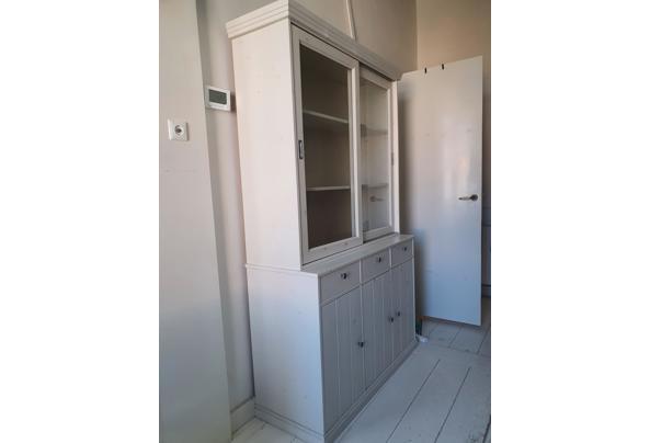 Vitrinekast met glazen schuifdeurtjes, dichte deurtjes + laadjes - 20210610_092651