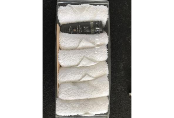 Set gasten handdoekjes geparfumeerd - 4D29A66B-E03F-4E72-A644-7A092F400CB0