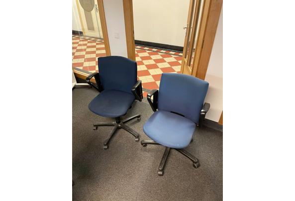 Bureaustoel blauw met wielen - WhatsApp-Image-2021-04-13-at-10-23-37