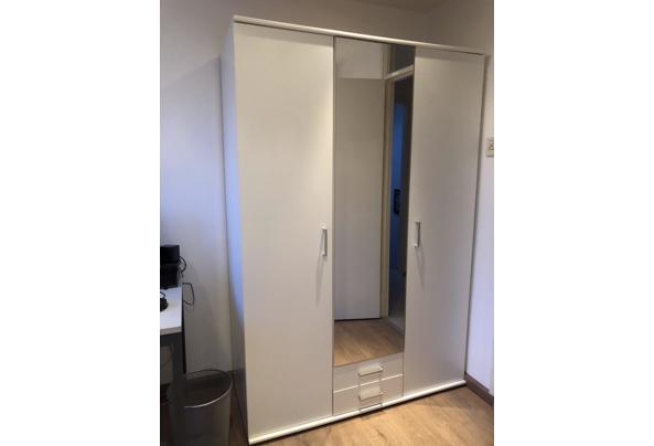 Witte spiegel kast - FCE0040F-3571-455B-90FB-A82507D2561E