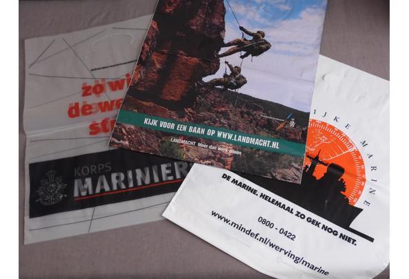 Land- en luchtmacht spullen (oa posters, kaarten, kalender) - DSCN0390_637581835453989826