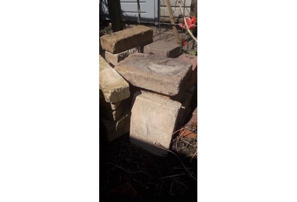 Gratis af te halen betontegels voor terras.  - 20210417_132940