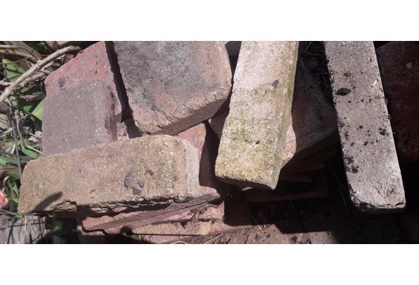 Gratis af te halen betontegels voor terras.  - 20210417_132954